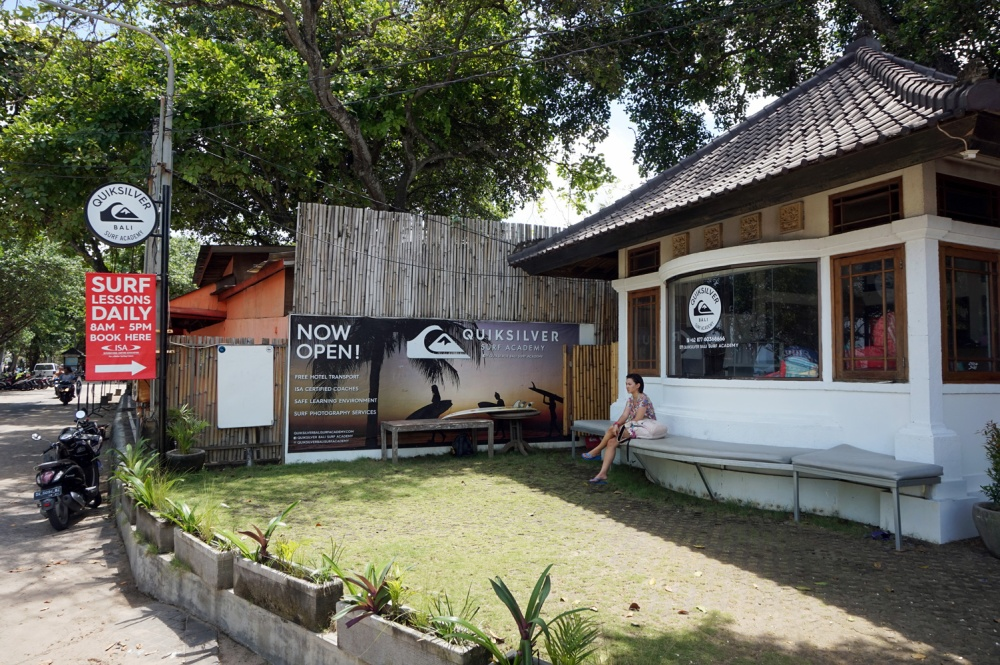 learn to surf in bali with quiksilver