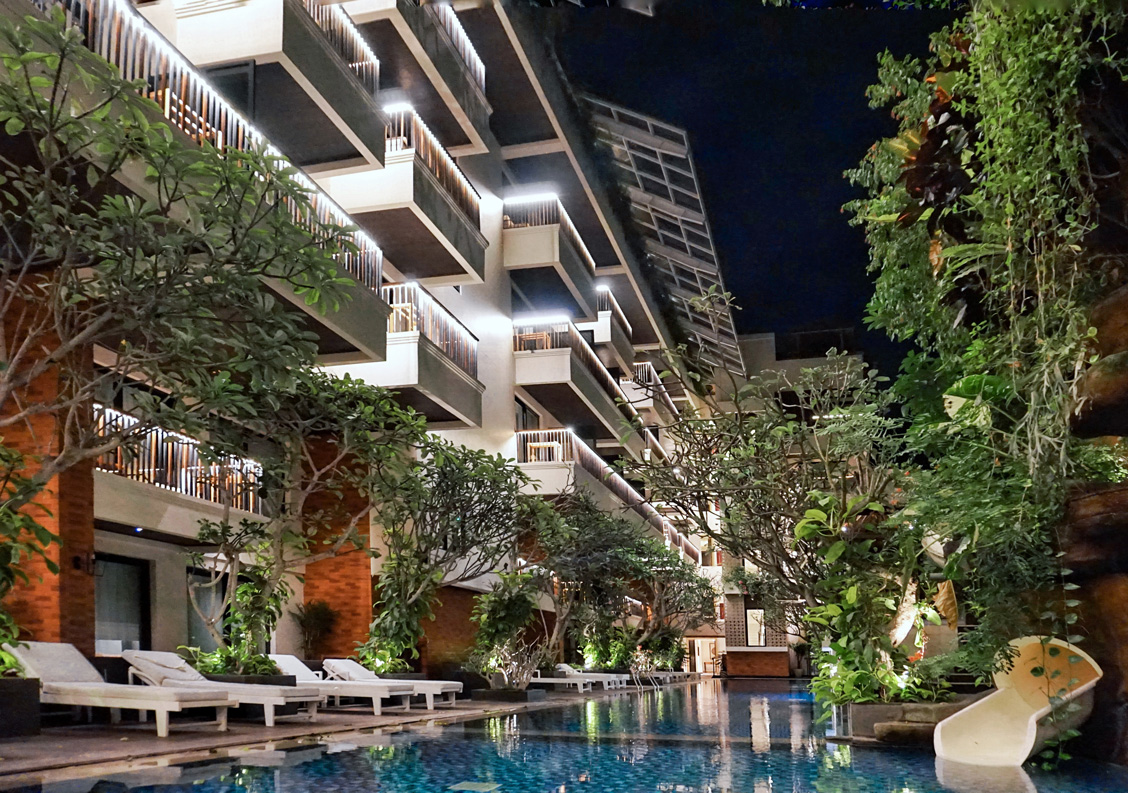 Warm and cozy stay at jambuluwuk oceano seminyak foodcious for Best hotels in seminyak